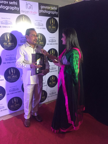 Recieving Award in Ludhiana for best Astro Vastu products